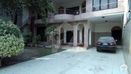 مین کینال بینک روڈ لاہور میں 7 کمروں کا 1.5 کنال مکان 16 کروڑ میں برائے فروخت۔