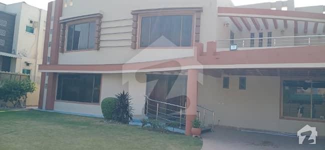 ڈی ایچ اے فیز 3 ڈیفنس (ڈی ایچ اے) لاہور میں 6 کمروں کا 2 کنال مکان 3.5 لاکھ میں کرایہ پر دستیاب ہے۔