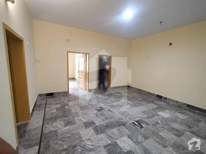 ورسک روڈ پشاور میں 3 کمروں کا 10 مرلہ بالائی پورشن 27 ہزار میں کرایہ پر دستیاب ہے۔