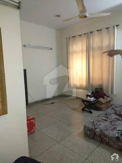 جوڈیشل کالونی فیز 1 جوڈیشل کالونی لاہور میں 7 کمروں کا 1 کنال مکان 4 کروڑ میں برائے فروخت۔