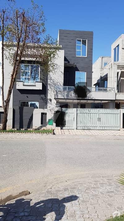 بحریہ ٹاؤن رفیع بلاک بحریہ ٹاؤن سیکٹر ای بحریہ ٹاؤن لاہور میں 5 کمروں کا 10 مرلہ مکان 1.75 کروڑ میں برائے فروخت۔