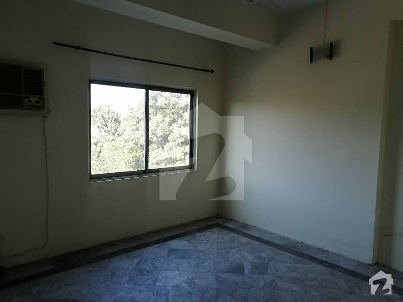 Flat For Rent in G6