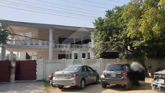سرور روڈ کینٹ لاہور میں 6 کمروں کا 1.6 کنال مکان 14.5 کروڑ میں برائے فروخت۔
