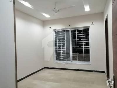 جی ۔ 13 اسلام آباد میں 5 کمروں کا 4 مرلہ مکان 65 ہزار میں کرایہ پر دستیاب ہے۔