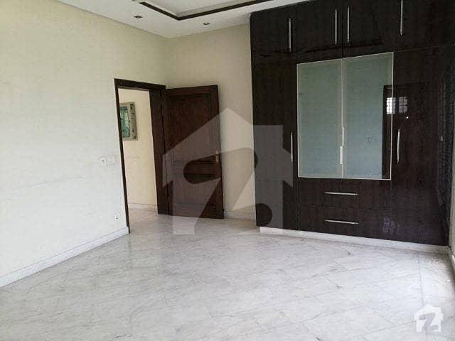 ڈی ایچ اے فیز 4 ڈیفنس (ڈی ایچ اے) لاہور میں 3 کمروں کا 1 کنال بالائی پورشن 60 ہزار میں برائے فروخت۔