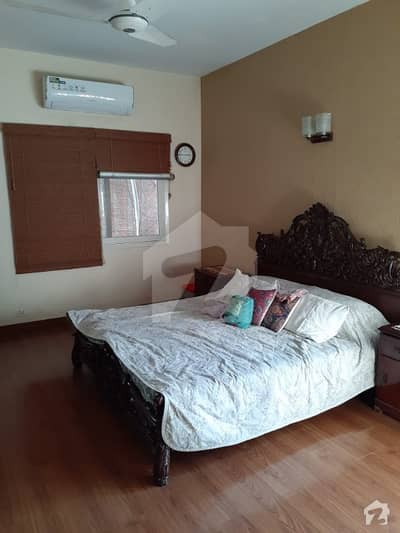کلفٹن ۔ بلاک 5 کلفٹن کراچی میں 3 کمروں کا 8 مرلہ فلیٹ 5.5 کروڑ میں برائے فروخت۔