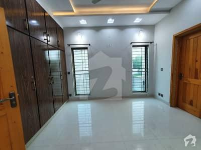 بحریہ ٹاؤن رفیع بلاک بحریہ ٹاؤن سیکٹر ای بحریہ ٹاؤن لاہور میں 4 کمروں کا 10 مرلہ مکان 1.6 کروڑ میں برائے فروخت۔
