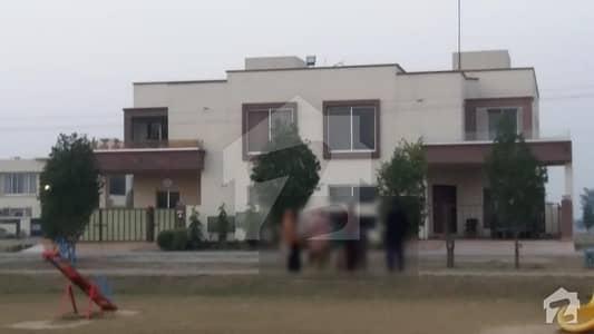 گرینڈ ایوینیوز ہاؤسنگ سکیم لاہور میں 5 کمروں کا 10 مرلہ مکان 90 لاکھ میں برائے فروخت۔