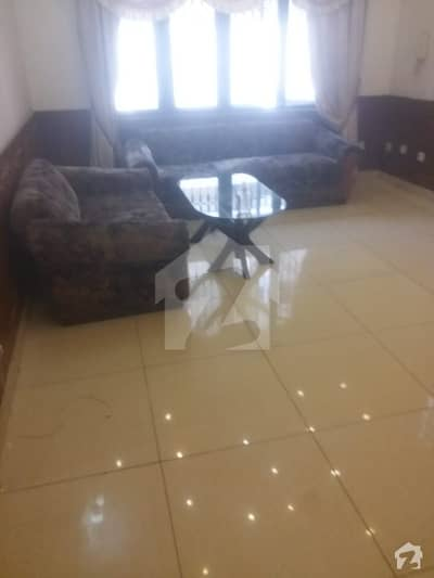 ایف ۔ 10/4 ایف ۔ 10 اسلام آباد میں 6 کمروں کا 1.01 کنال مکان 8.5 کروڑ میں برائے فروخت۔