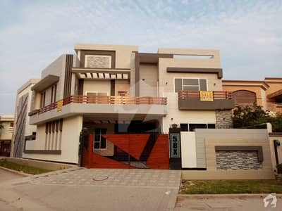12 Marla House In Farid Town For Sale At Good Location