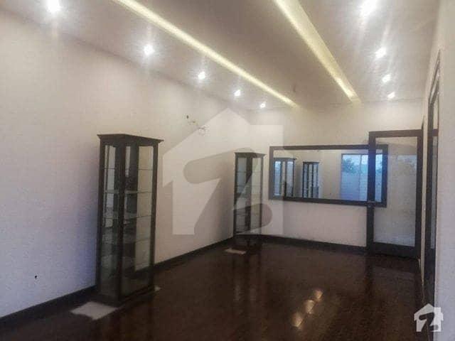 ڈی ایچ اے فیز 7 ڈیفنس (ڈی ایچ اے) لاہور میں 4 کمروں کا 10 مرلہ مکان 75 ہزار میں کرایہ پر دستیاب ہے۔
