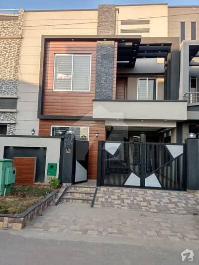 بحریہ ٹاؤن ۔ بلاک بی بی بحریہ ٹاؤن سیکٹرڈی بحریہ ٹاؤن لاہور میں 3 کمروں کا 5 مرلہ مکان 1.27 کروڑ میں برائے فروخت۔