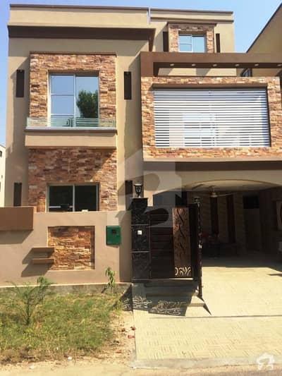 بحریہ ٹاؤن عثمان بلاک بحریہ ٹاؤن سیکٹر B بحریہ ٹاؤن لاہور میں 5 کمروں کا 8 مرلہ مکان 1.95 کروڑ میں برائے فروخت۔