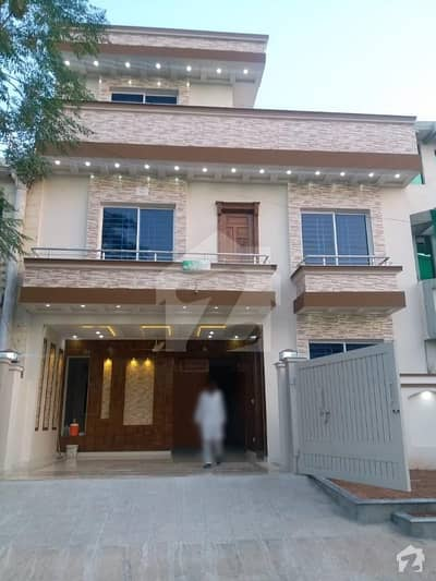 brand new 30x60 luxuious house for sale