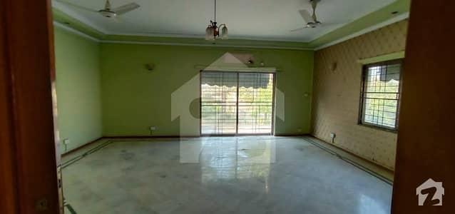 ڈی ایچ اے فیز 2 - بلاک وی فیز 2 ڈیفنس (ڈی ایچ اے) لاہور میں 4 کمروں کا 1 کنال مکان 1.5 لاکھ میں کرایہ پر دستیاب ہے۔