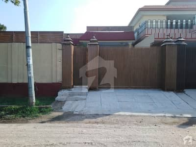 حیات آباد فیز 2 - ایچ4 حیات آباد فیز 2 حیات آباد پشاور میں 4 کمروں کا 1 کنال مکان 4.1 کروڑ میں برائے فروخت۔