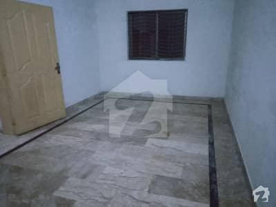 شاداب گارڈن لاہور میں 1 کمرے کا 4 مرلہ زیریں پورشن 17 ہزار میں کرایہ پر دستیاب ہے۔