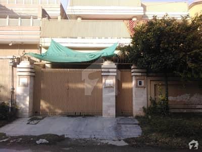 حیات آباد فیز 1 - ای2 حیات آباد فیز 1 حیات آباد پشاور میں 5 کمروں کا 10 مرلہ مکان 2.5 کروڑ میں برائے فروخت۔