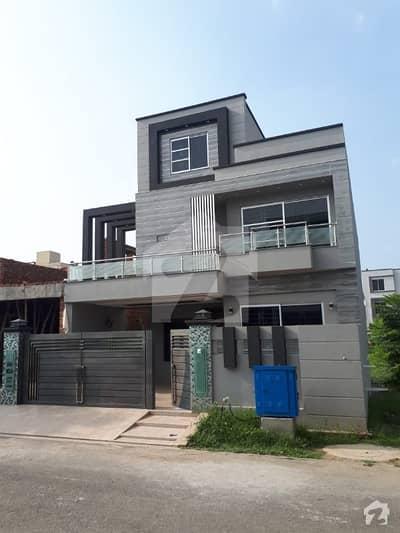 10 Marla Brand New House Next To Corner Near To Park