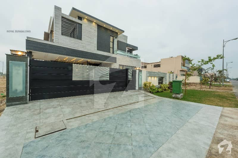Prime Location Villa Came for Sale Near Park in Phase 6