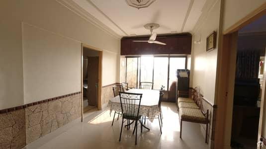 گلشنِ اقبال - بلاک 13 ڈی گلشنِ اقبال گلشنِ اقبال ٹاؤن کراچی میں 3 کمروں کا 6 مرلہ فلیٹ 90 لاکھ میں برائے فروخت۔