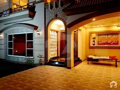 ڈی ایچ اے فیز 7 ڈیفنس (ڈی ایچ اے) لاہور میں 5 کمروں کا 1 کنال مکان 1.8 لاکھ میں کرایہ پر دستیاب ہے۔