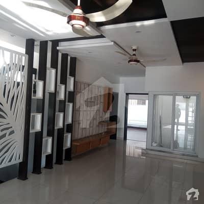 ڈی ایچ اے فیز 8 سابقہ ایئر ایوینیو ڈی ایچ اے فیز 8 ڈی ایچ اے ڈیفینس لاہور میں 5 کمروں کا 10 مرلہ مکان 1.3 لاکھ میں کرایہ پر دستیاب ہے۔