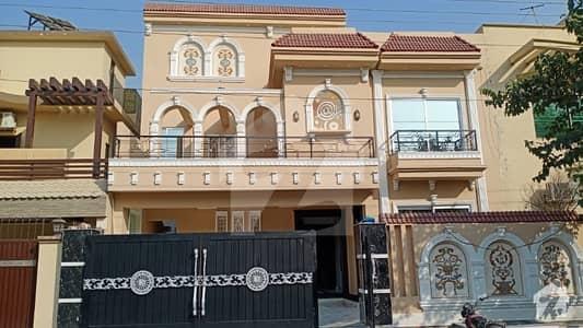او پی ایف ہاؤسنگ سکیم لاہور میں 5 کمروں کا 10 مرلہ مکان 2.35 کروڑ میں برائے فروخت۔
