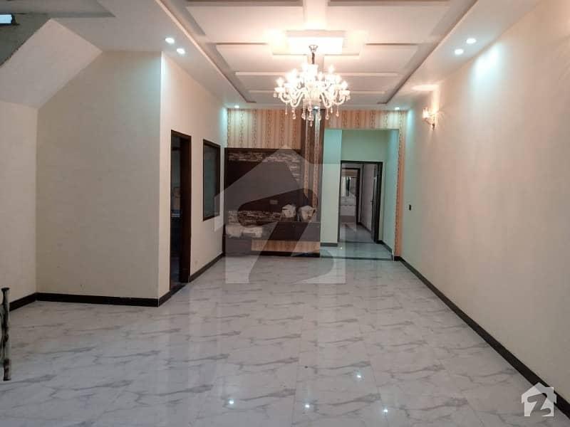 نشیمنِ اقبال لاہور میں 5 کمروں کا 10 مرلہ مکان 2.25 کروڑ میں برائے فروخت۔