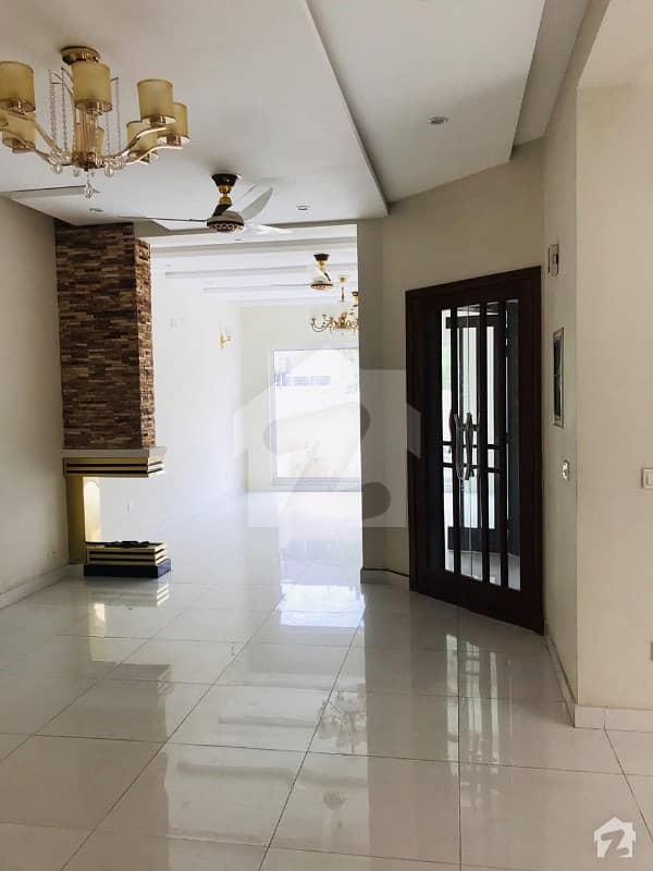 ڈی ایچ اے فیز 8 ڈیفنس (ڈی ایچ اے) لاہور میں 4 کمروں کا 10 مرلہ مکان 3.15 کروڑ میں برائے فروخت۔