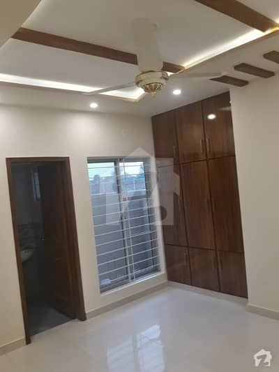 10 Marla Full House Like A New For Rent In Bahria Town Lahore