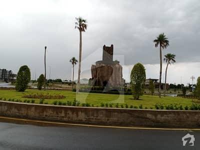 سٹی ہاؤسنگ سکیم جہلم میں 8 مرلہ کمرشل پلاٹ 3.6 کروڑ میں برائے فروخت۔