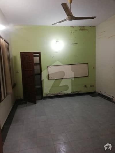 کلفٹن ۔ بلاک 8 کلفٹن کراچی میں 3 کمروں کا 5.5 کنال زیریں پورشن 2.75 کروڑ میں برائے فروخت۔