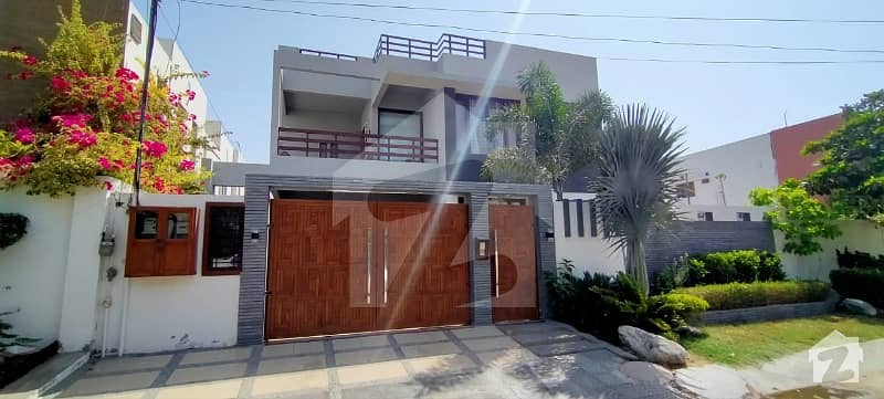 500 Yard Owner Bulit Bungalow For Sale 24 Bed Room Drowning Doing Hall  Only 3 Year Old Like Brand New