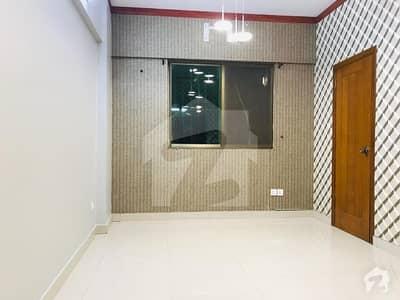 بخاری کمرشل ایریا ڈی ایچ اے فیز 6 ڈی ایچ اے ڈیفینس کراچی میں 3 کمروں کا 5 مرلہ فلیٹ 1.65 کروڑ میں برائے فروخت۔