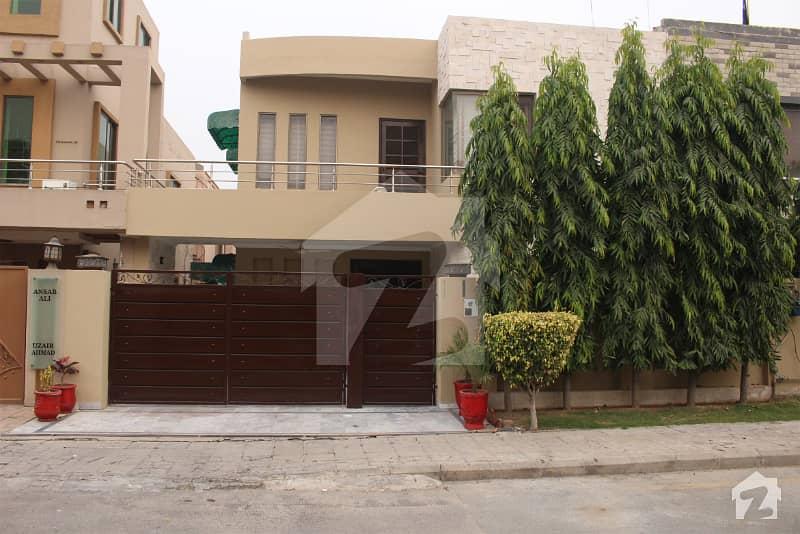 بحریہ ٹاؤن سیکٹرڈی بحریہ ٹاؤن لاہور میں 5 کمروں کا 10 مرلہ مکان 2.2 کروڑ میں برائے فروخت۔