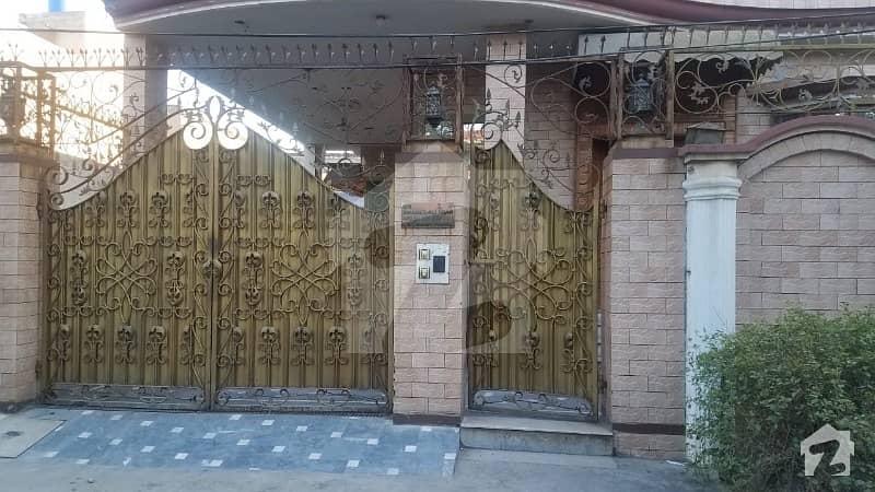 عامر ٹاؤن ہربنس پورہ لاہور میں 5 کمروں کا 10 مرلہ مکان 3 کروڑ میں برائے فروخت۔