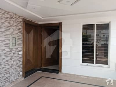 Sector G 8 Marla Brand New House For Rent