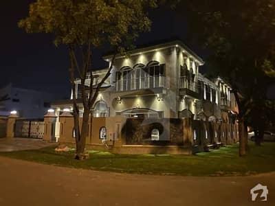22 Marla Facing Park Full Basement Furnished House For Sale