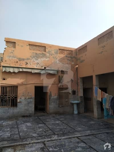 In Islamia Colony House Sized 2250  Square Feet For Sale