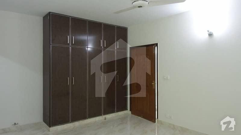 عسکری 11 ۔ سیکٹر بی عسکری 11 عسکری لاہور میں 3 کمروں کا 10 مرلہ فلیٹ 1.65 کروڑ میں برائے فروخت۔