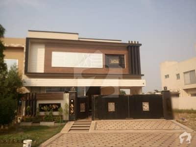 پیراگون سٹی ۔ گروو بلاک پیراگون سٹی لاہور میں 12 مرلہ مکان 2.5 کروڑ میں برائے فروخت۔