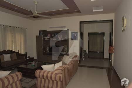 آئی ای پی انجینئرز ٹاؤن لاہور میں 5 کمروں کا 1 کنال مکان 2.5 کروڑ میں برائے فروخت۔