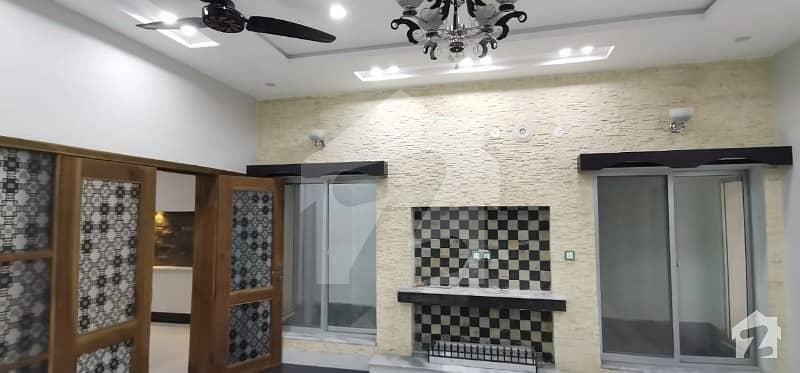 نشیمنِ اقبال فیز 1 نشیمنِ اقبال لاہور میں 5 کمروں کا 10 مرلہ مکان 1.95 کروڑ میں برائے فروخت۔