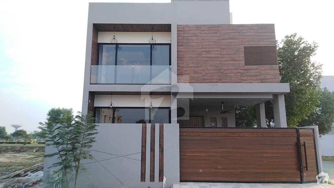 لیک سٹی ۔ سیکٹر ایم ۔ 2اے لیک سٹی رائیونڈ روڈ لاہور میں 4 کمروں کا 10 مرلہ مکان 2.95 کروڑ میں برائے فروخت۔