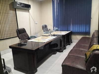 ملتان پبلک سکول روڈ ملتان میں 3 مرلہ دفتر 2.1 کروڑ میں برائے فروخت۔