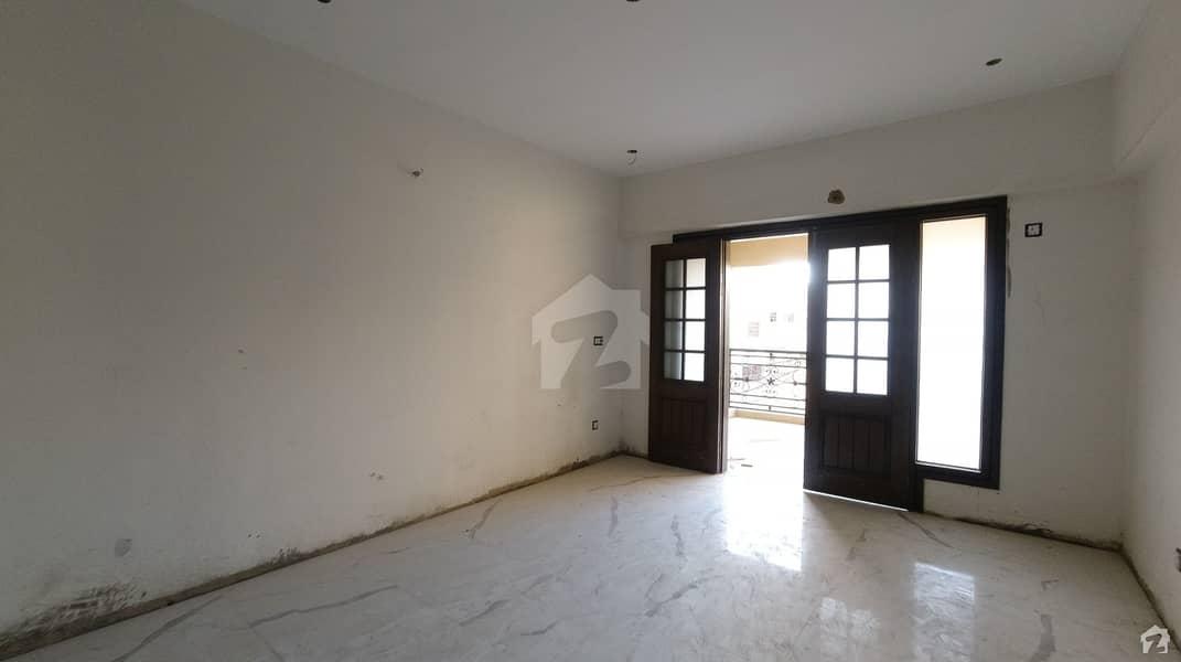 کوسموپولیٹن سوسائٹی کراچی میں 4 کمروں کا 15 مرلہ فلیٹ 4.75 کروڑ میں برائے فروخت۔