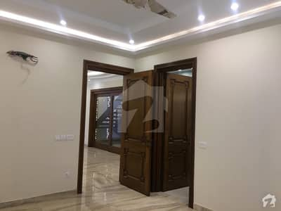 ائیر ایوینیو ۔ بلاک آر ڈی ایچ اے فیز 8 سابقہ ایئر ایوینیو ڈی ایچ اے فیز 8 ڈی ایچ اے ڈیفینس لاہور میں 2 کمروں کا 10 مرلہ بالائی پورشن 35 ہزار میں کرایہ پر دستیاب ہے۔