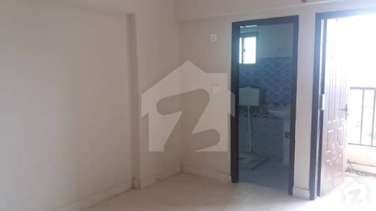 جناح ایونیو کراچی میں 4 کمروں کا 6 مرلہ فلیٹ 62.5 لاکھ میں برائے فروخت۔