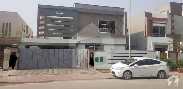 بحریہ ٹاؤن - اوورسیز ایکسٹینشن بحریہ ٹاؤن اوورسیز انکلیو بحریہ ٹاؤن لاہور میں 7 کمروں کا 1 کنال مکان 3.5 کروڑ میں برائے فروخت۔